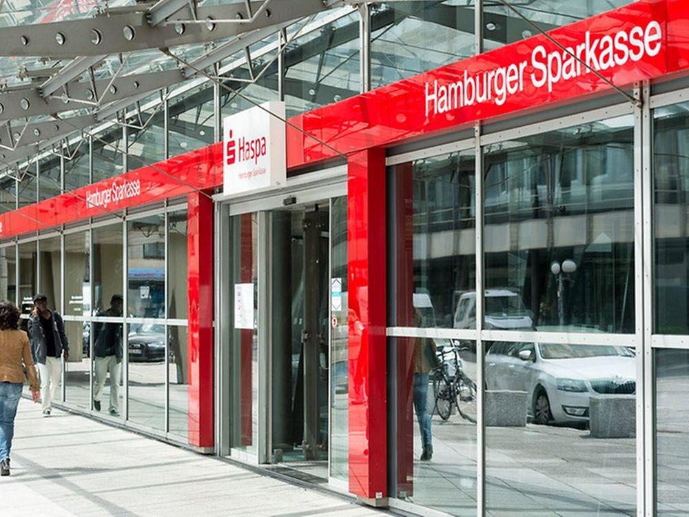 Eingangsbereich zu einer Filialbank (Foto: Hamburger Sparkasse)