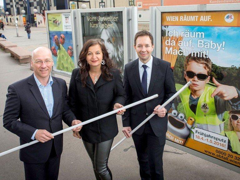 Gewista COO Hansjörg Hosp, Stadträtin für Umwelt und Wiener Stadtwerke Ullia Sima und Wien Energie-Geschäftsführer Karl Gruber (Foto: Gewista)