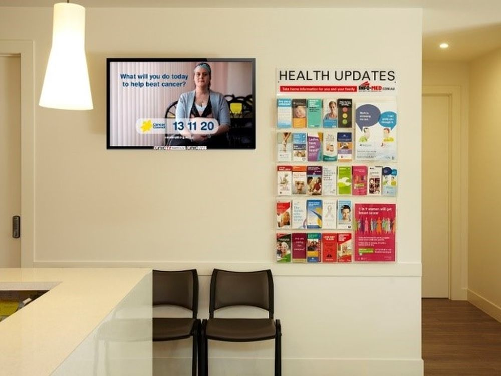 Healthcare TV Screen in einem australischen Wartezimmer (Foto: Tonic Health Media)