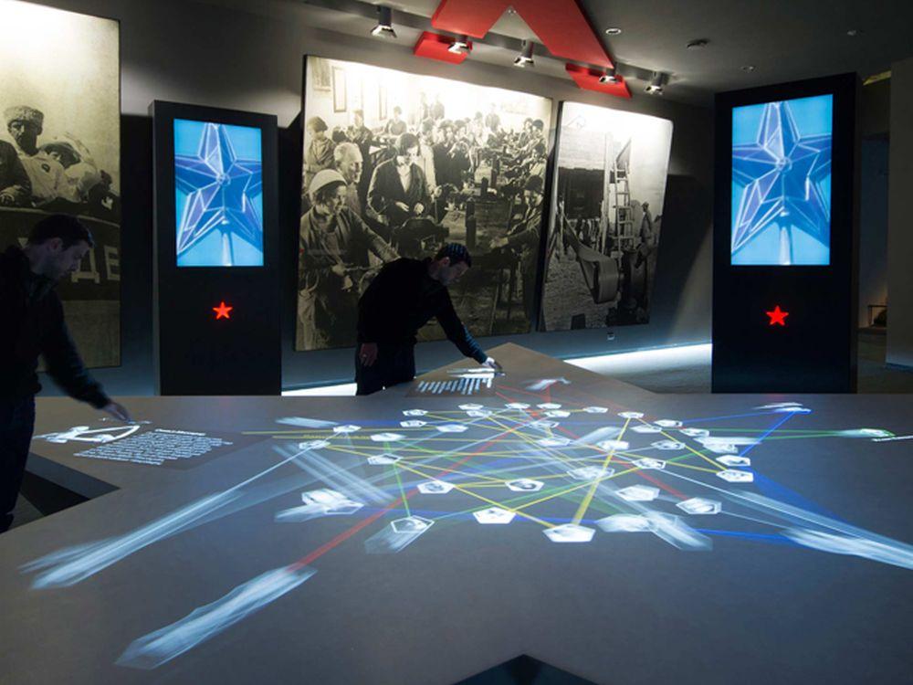 Mit Displax gestaltete Multitouch Fläche in einer Ausstellung (Foto: Displax)