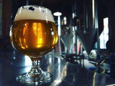 Schankanlage und Bierglas in einer Bar (Foto: Schlafly)