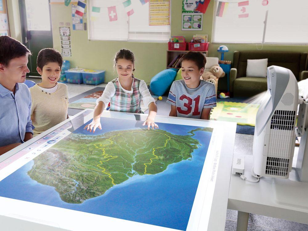Table Projection im Unterrichtseinsatz (Foto: BenQ)