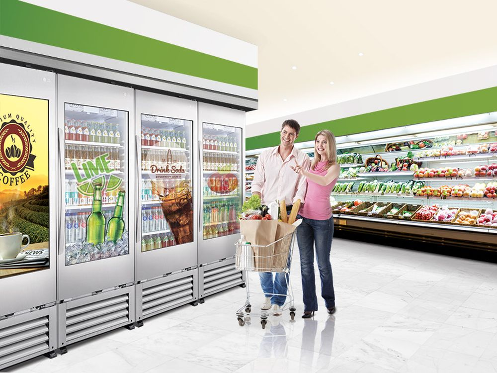 Transparent Cooler 49WEC im Einsatz am Point of Sale (Foto: LG)