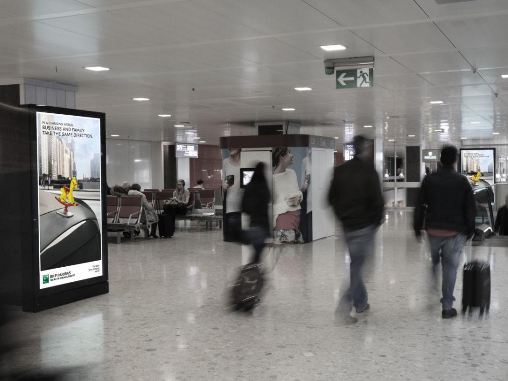 Umstieg auf 4K - am Flughafen Genf wurden jetzt die ersten 84-Zöller installiert (Foto: Neo Advertising S.A.)