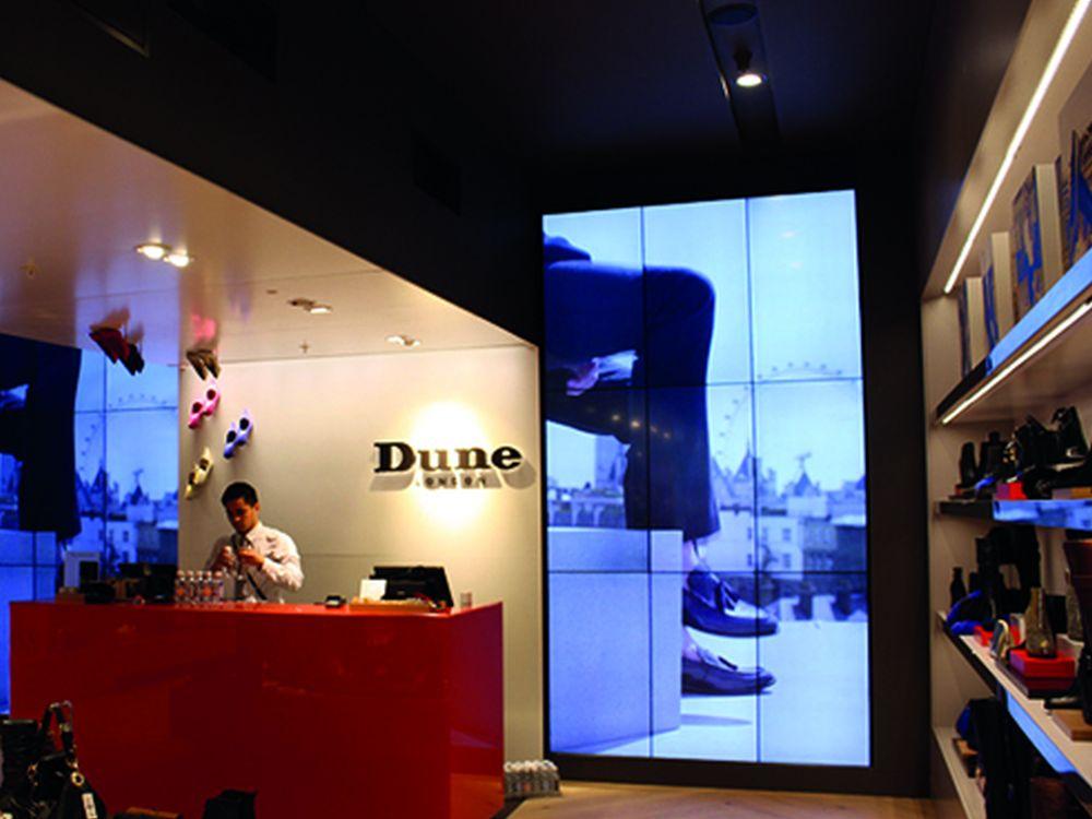 Video Wall bei Dune - für bessere Wartbarkeit und Haltung wurden Video Wall Mounts verwendet (Foto: Peerless-AV)