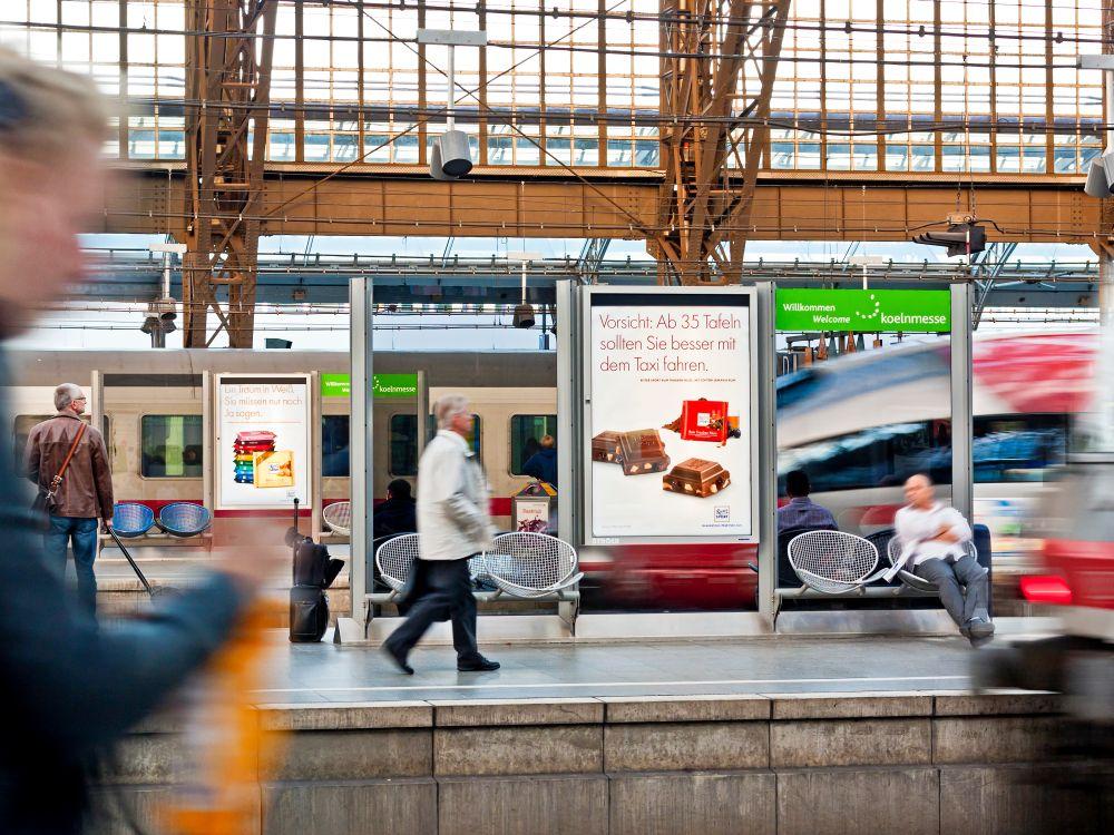 Über NFC, QR Code oder andere Wege lassen sich Plakate ebenso wie Screens für interaktive Kampagnen nutzen (Foto: Ströer)