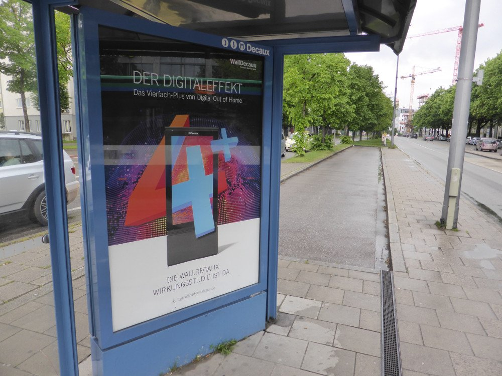 WallDecaux Digital mit Vierfachplus (Foto: invidis)