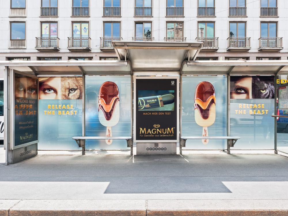 Aktuelle Kampagne für Magnum Double - interaktive Touchscreens sorgen für Aufmerkamkeit (Foto: Gewista)