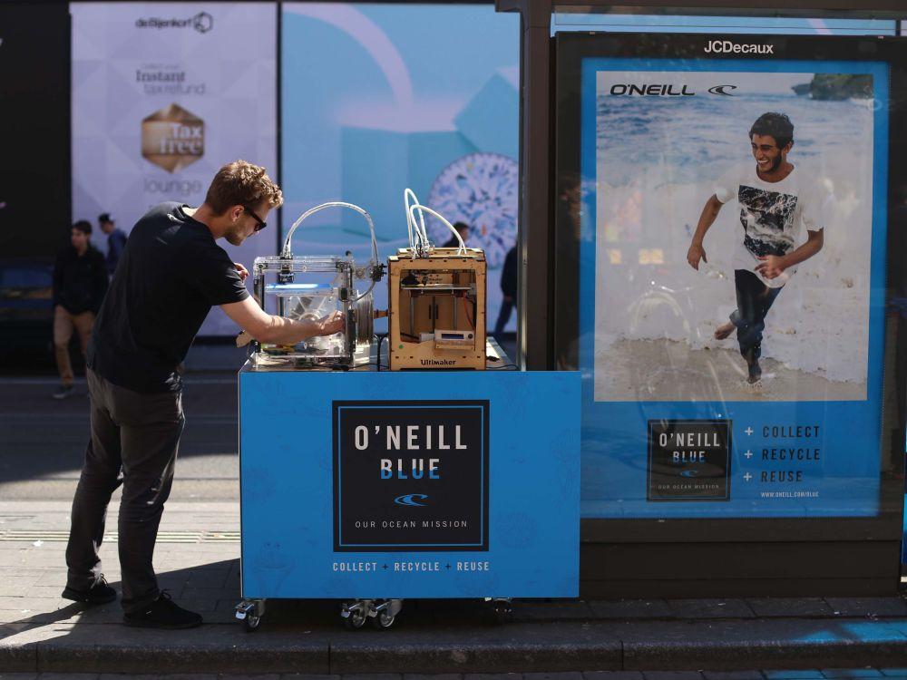 Das ist doch kein Müll - 3D Printer im Einsatz für O'Neill (Foto: JCDecaux)