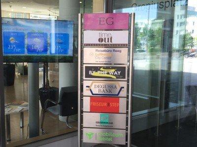 Degussa Bank - Digital Signage im Eingangsbereich einer Filiale (Foto: NEXGEN si)