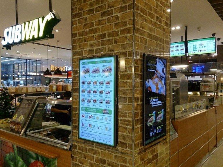 Digital Menu Boards in einem thailändischen Subway Restaurant (Foto: Advantech)
