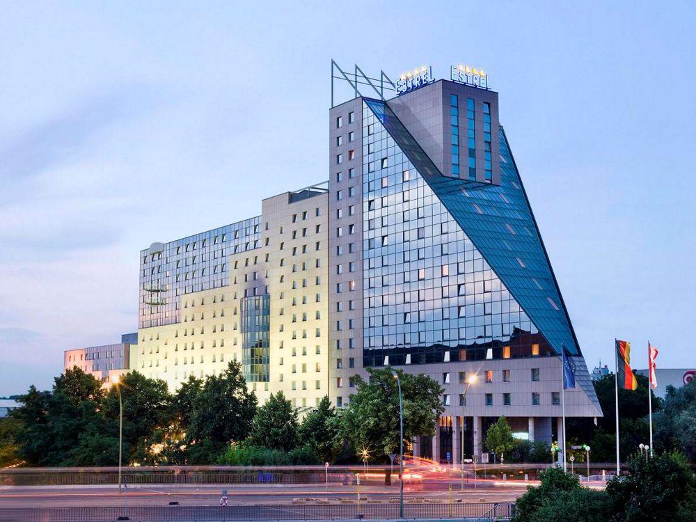 Estrel in Berlin - Außenansicht des Hotels (Foto: Estrel Berlin)