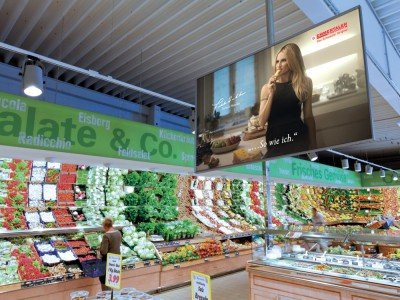 FoodChannel Screen bei EDEKA mit neuem Emmentaler Spot (Foto: Neo Group)