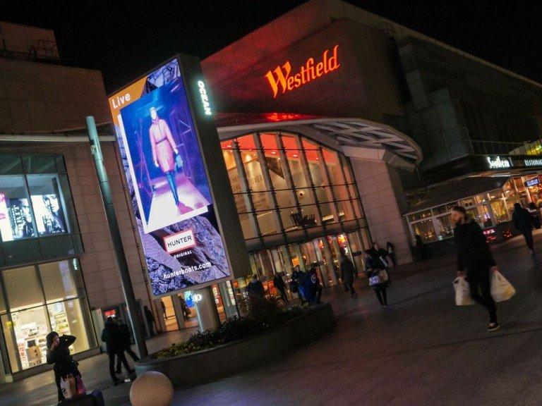Hunter Kampagne auf einem The Grid Screen an der Westfield Mall in London (Foto: Ocean Outdoor)