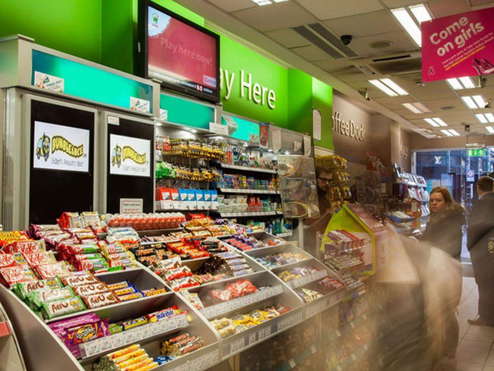 Links im Bild: Doppeltürige Vending Machine von VDMS (Foto: VDMS)