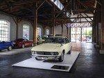 Mazda Museum - historisches Auto vor historischem Logo (Foto: Mazda Classic – Automobil Museum Frey)