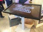 Neue Lagerhaus Filiale - verschiedene digitale Touchpoints wurden im Markt installiert (Foto: Umdasch Shopfitting)