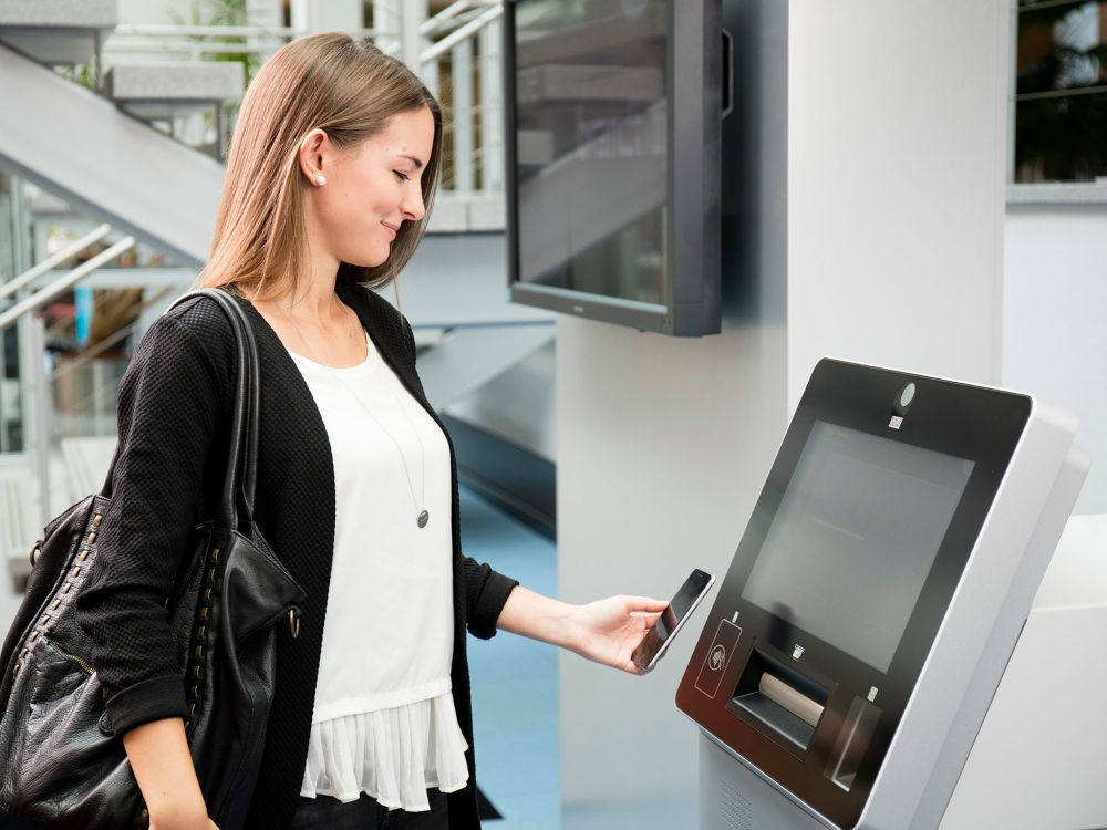 Smart ATM mit NFC und QR Funktionen - CINEO 2020 (Foto: Wincor-Nixdorf)