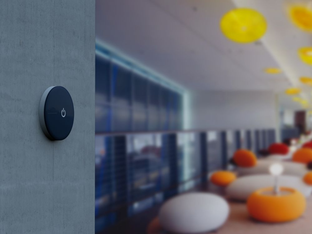 An einer Wand montierter iBeacon (Foto: Neo Advertising)