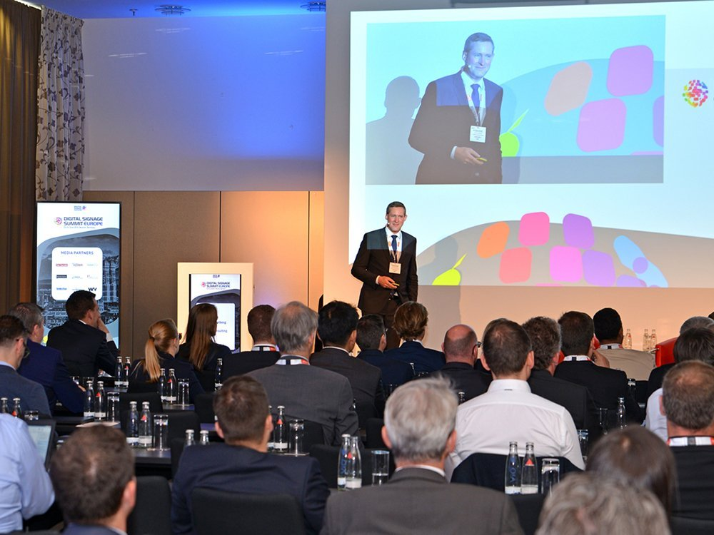Bildergalerie der Präsentationen und Panels des ersten Konferenztages (Bild: Frank-Dietmar Böhm)