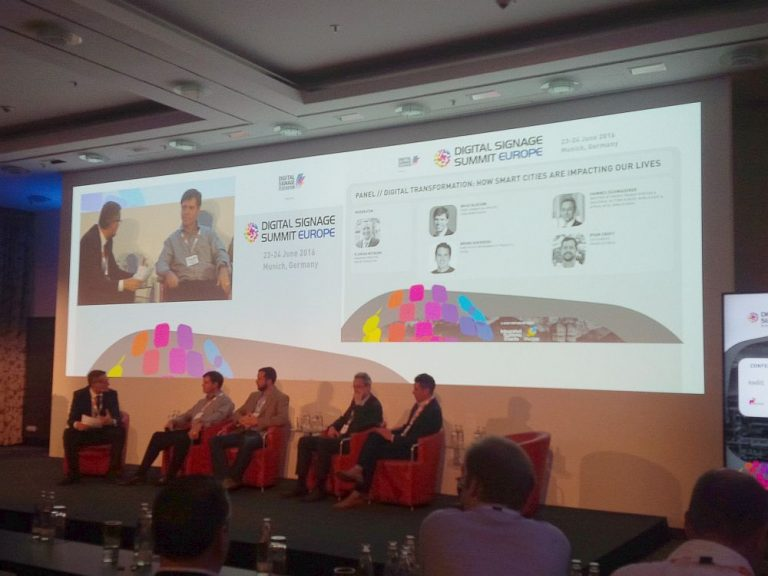 Das Panel Smart Cities bei der Diskussion (Foto: invidis)