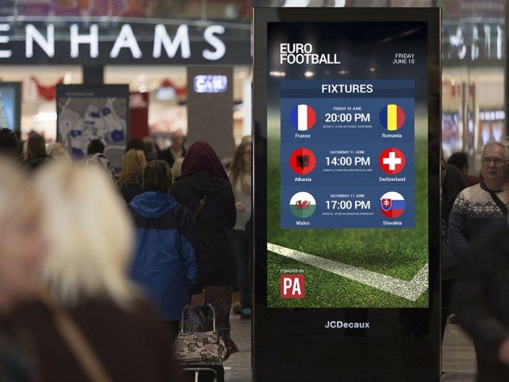 DooH Screen im JCDecaux UK Retail Netz während der UEFA Euro 2016 (Foto: JCDecaux)