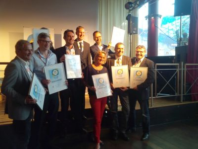 Gruppenbild mit ( fast allen) Gewinnern der invidis Digital Signage Awards (Foto: invidis)