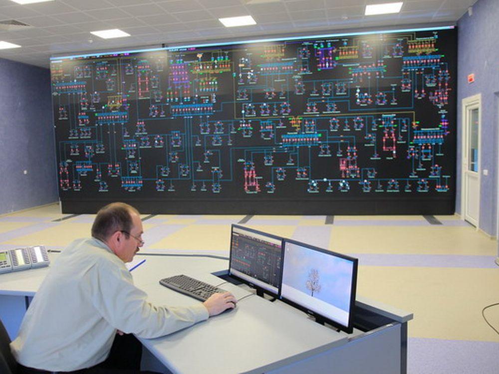 Im Kontrollraum von Brestenergo laufen die Infos über das Stromnetz Weißrusslands zusammen (Foto: eyevis)
