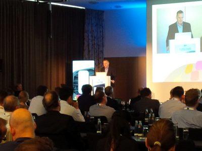 Michael MacMillan von Vizualize bei der Keynote am zweiten Tag des DSS Europe 2016 (Foto: invidis)
