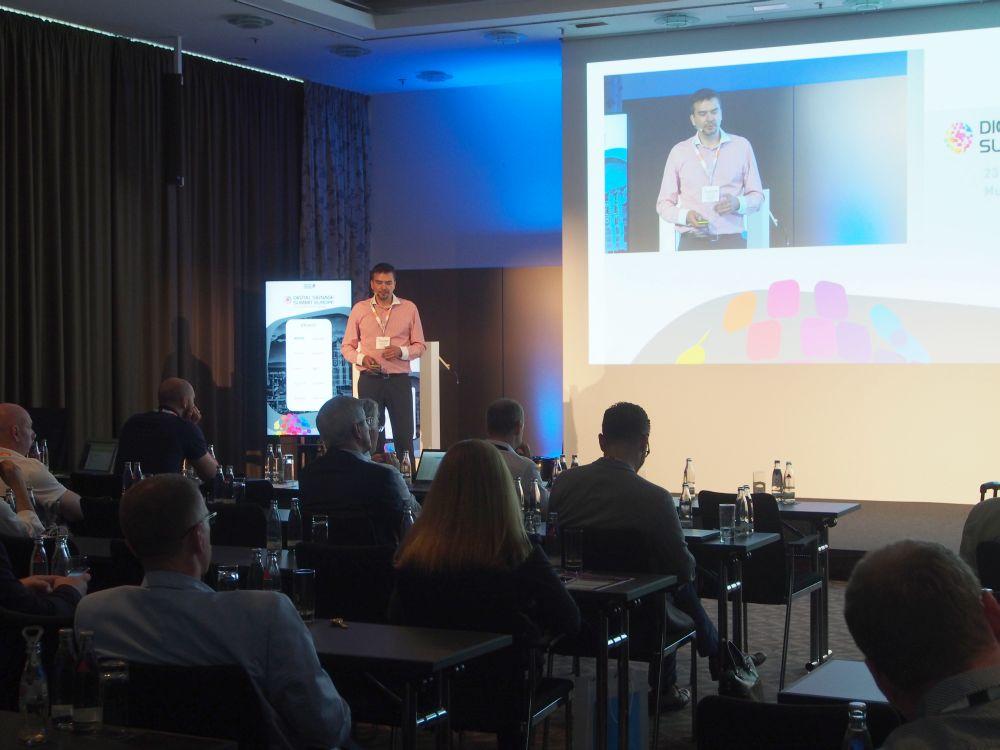 "Rastislav Brencic sprach beim DSS Europe 2016 über das ""New age of Digital Signage"" (Foto: invidis)"