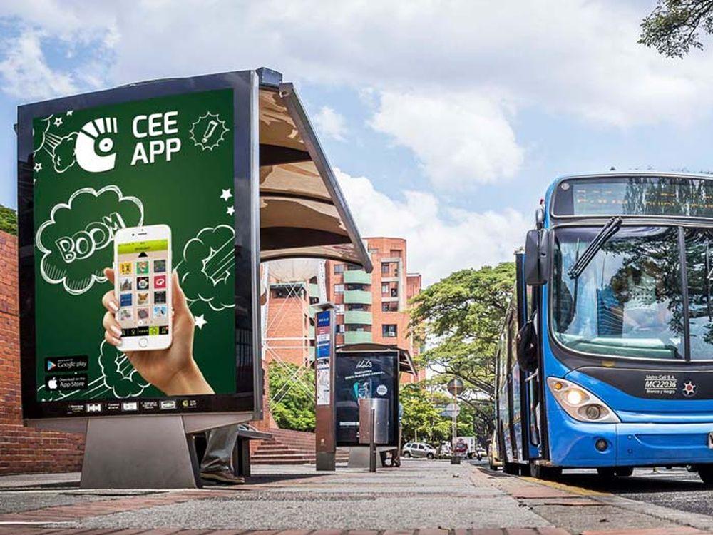 Street Furniture in Cali - Werbung für die App CEE (Foto: JCDecaux)