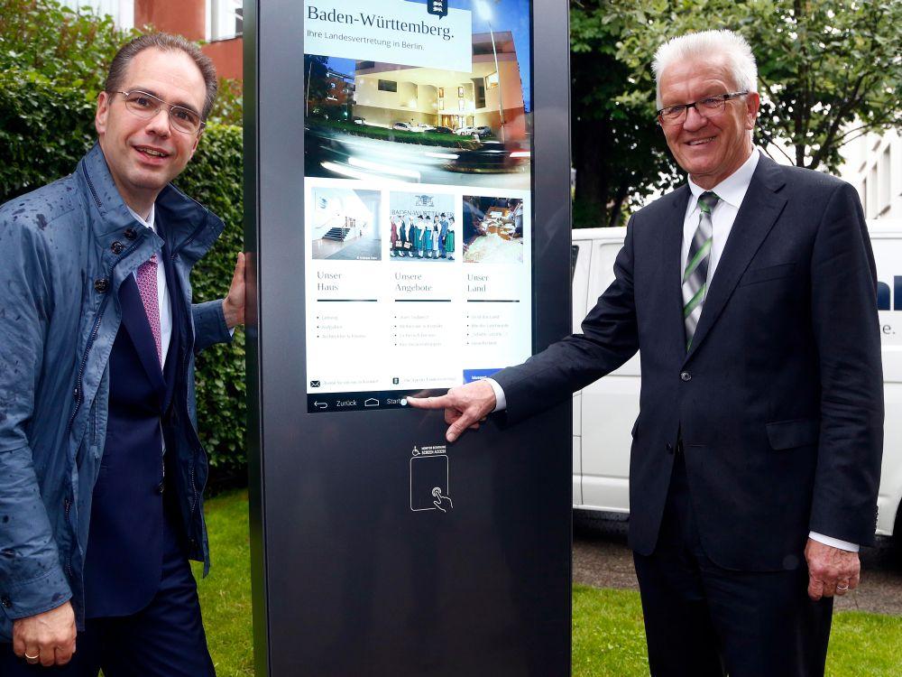 Wall Vorstand Patrick Möller und Baden Württembergs Ministerpräsident Winfried Kretschmann (Foto: Wall AG)