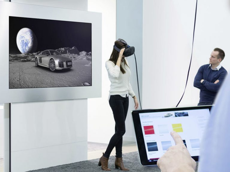 Seinen Wunsch-Audi virtuell erkunden: Im neuen Showroom am Münchner Flughafen ist das möglich (Foto: Audi AG)