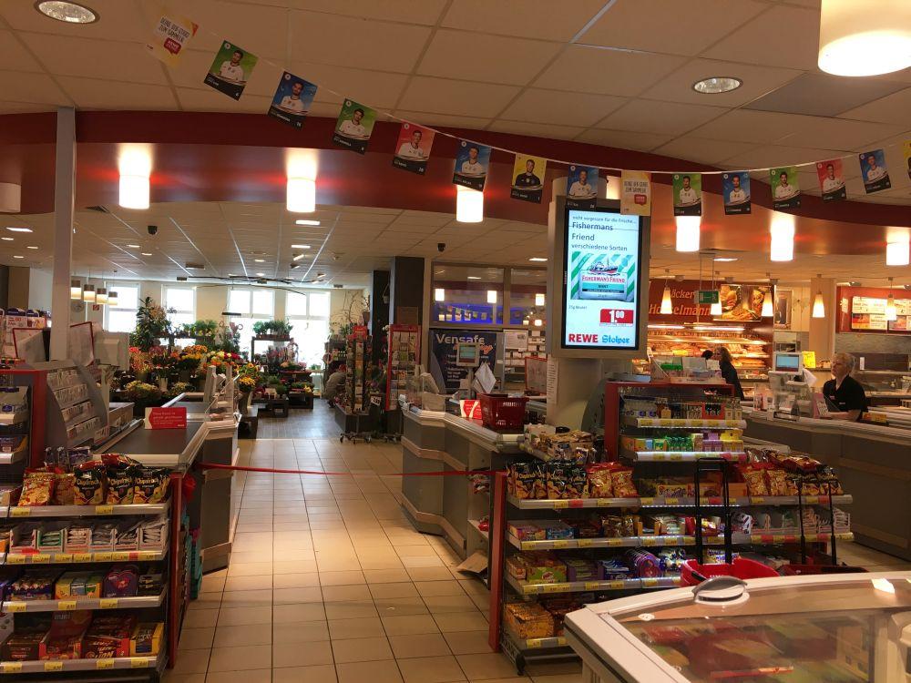Digital Signage Screen in Nähe der Kasse (Foto: NEXGEN smart instore)