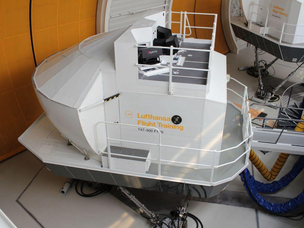 Einer der mehr als 20 Flugsimulatoren, die nun mit DLP Projektoren arbeiten (Foto: eyevis)