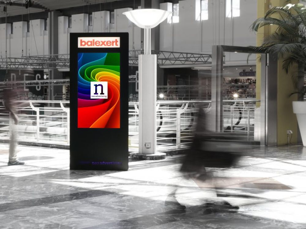 Im Shopping Center wurden neue DooH Screens mit Beacons installiert (Foto: Neo Advertising SA)