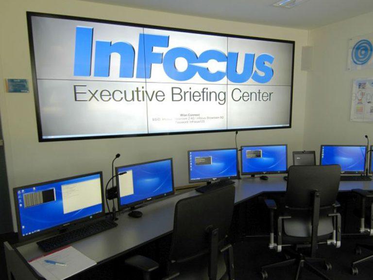 Eine Videowall mit der InFocus Canvas Lösung im neuen Showroom (Foto: InFocus)