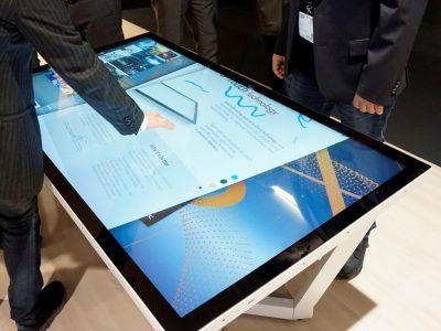 NEC setzt bei den neuen UHD Touch-Tischen auf InGlass Technologie (Foto: NEC)