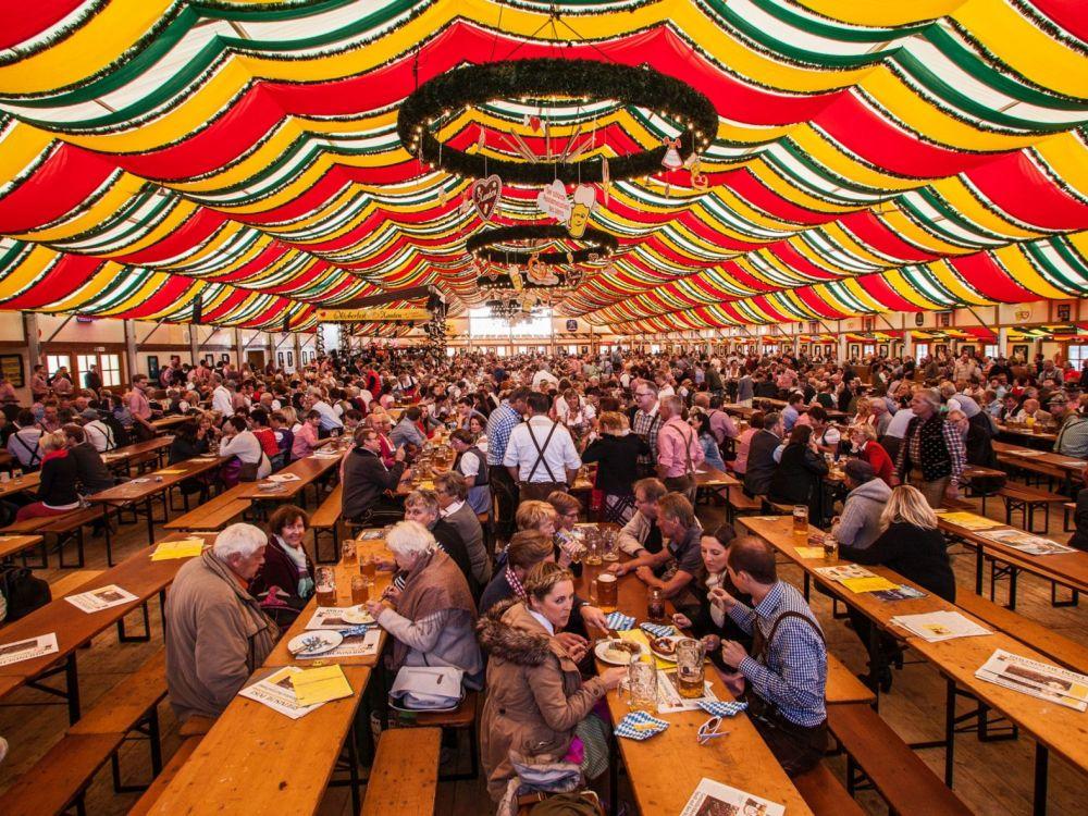Volles Haus an den Wochenenden - Festzelt des Oktoberfest Xanten (Foto: Posiflex)