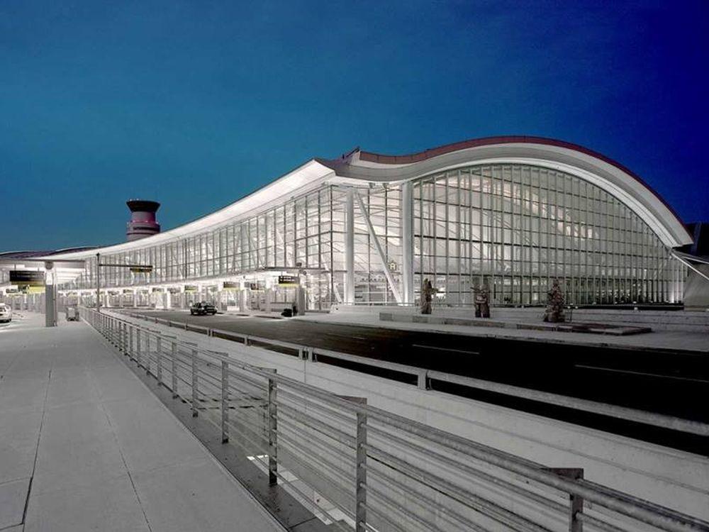 Am Toronto International Airport hat sich AOOH die Werberechte gesichert (Foto: Bell Media)