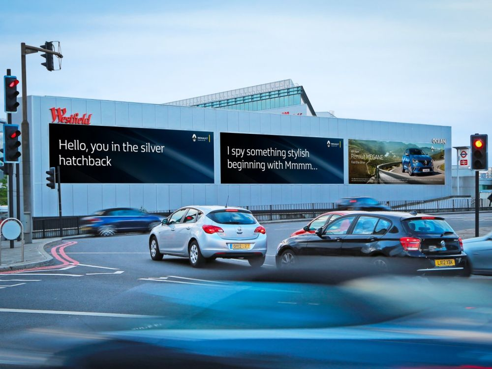 Die DooH Screens am Holland Park Roundabout nutzen jetzt Vehicle Recognition (Foto: Ocean Outdoor)