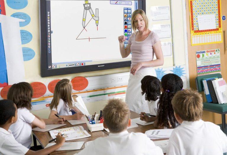 Interaktiver Screen PN-VC651B im Einsatz in einer Schule (Foto: Sharp)