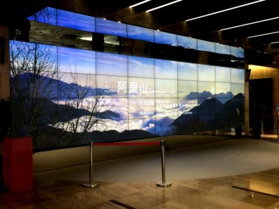 Mit AnyTiles umgesetzte 18K Video Wall aus 36 Screens in Shanghai (Foto: IAdea)