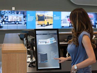 Neben schönen Video Walls mit ebensolchen Inhalten setzt DTNA auf interaktive Wegeleitung (Foto: Planar)