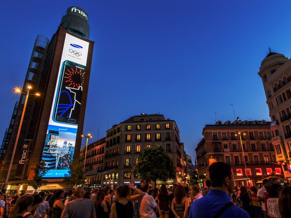 Neuer DooH LED Screen am Plaza del Callao (Foto: Samsung)