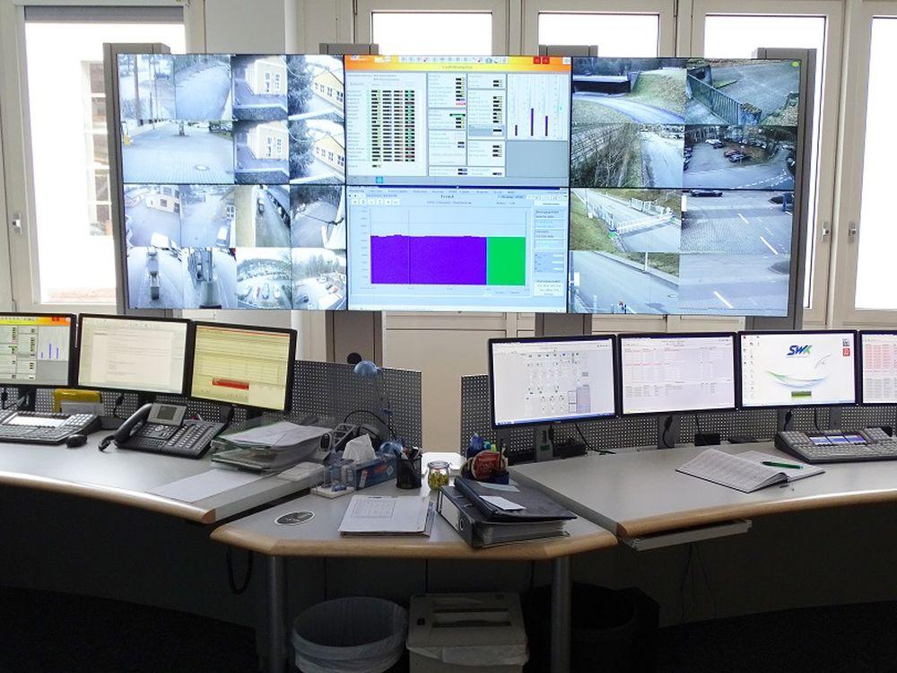 Querverbund-Netzleitstelle beim Versorger SWK (Foto: eyevis)