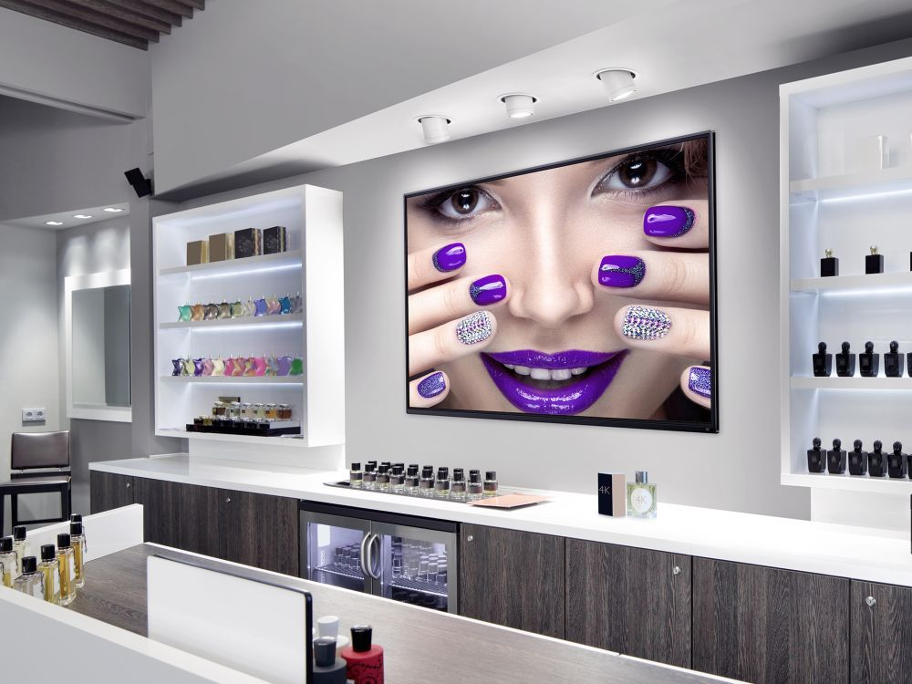 Screen der BenQ Smart Signage ST Serie am PoS (Foto: BenQ)