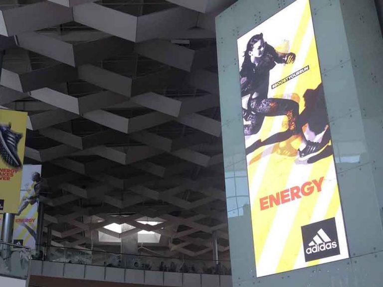 Shopping Mall in Panama - rechts im Bild LED Screen aus Absen Serie N Modulen (Foto: Absen)