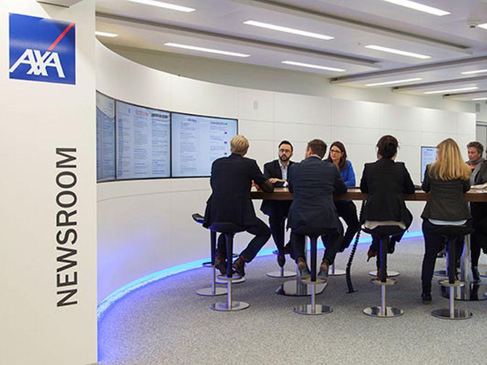 Das Team der Unternehmenskommunikation im Newsroom (Foto: Habegger)
