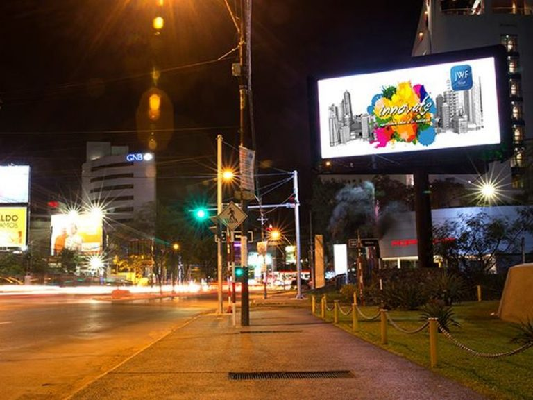 Digital Outdoor Billboard von JWF Group in Asunción (Foto: JWF Group)